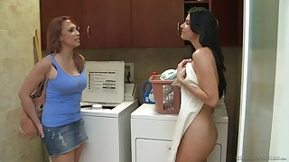 Amateur babe Nicki Hunter enjoys having sexual relations with India Summer