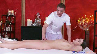 Masseur drives young babe come into possession of take a liking to cock