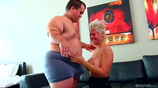 Mature gets midget cock on touching her fragile cunt for nasty amateur cam making love