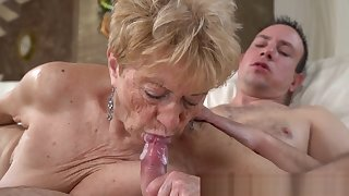 Senior citizen Mother Gets Pussy Banged and Sucks