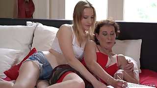 Mature whorable lesbian Pixie is eager to enjoy brute pussy shellacking
