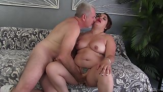 Fat skirt drives a generous dick up her pussy added to mouth