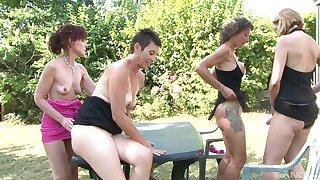 Alice Black together with Zaza La Coquine are mature women who love a BBC
