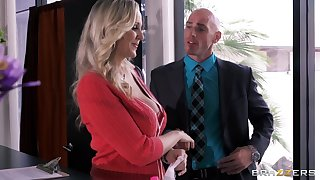 Busty secretary Julia Ann drops on her knees thither please her boss
